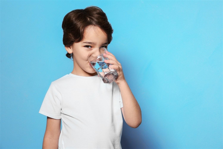 فوائد مياه فلو للأطفال
