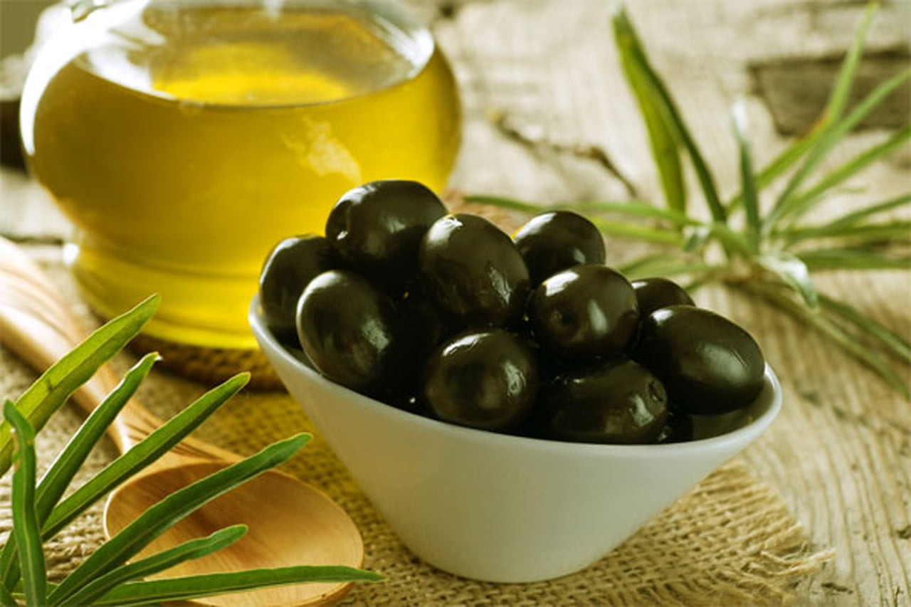 فوائد زيت الزيتون للبشرة الجافة