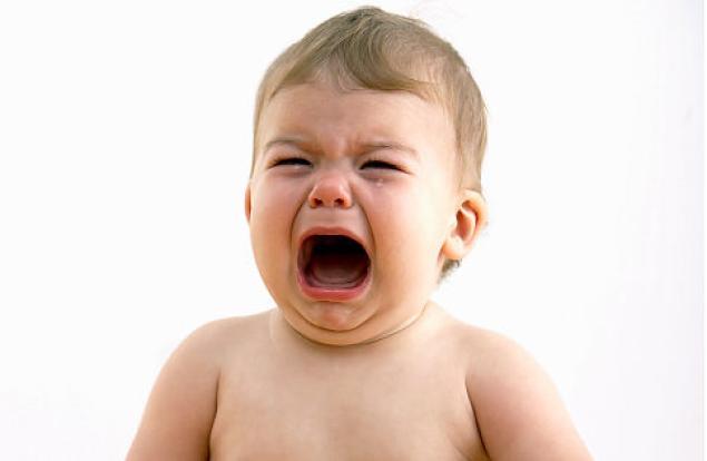 أثر البكاء على الطفل