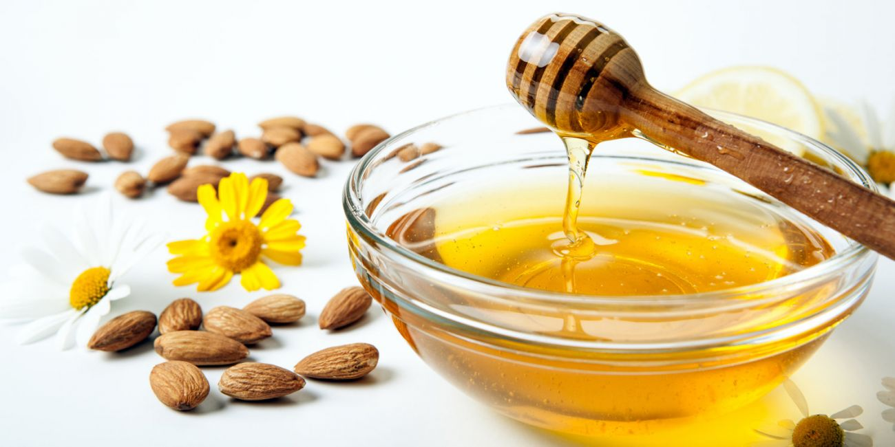 اللوز والعسل لازالة البثور