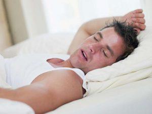 أسباب التعرق أثناء النوم