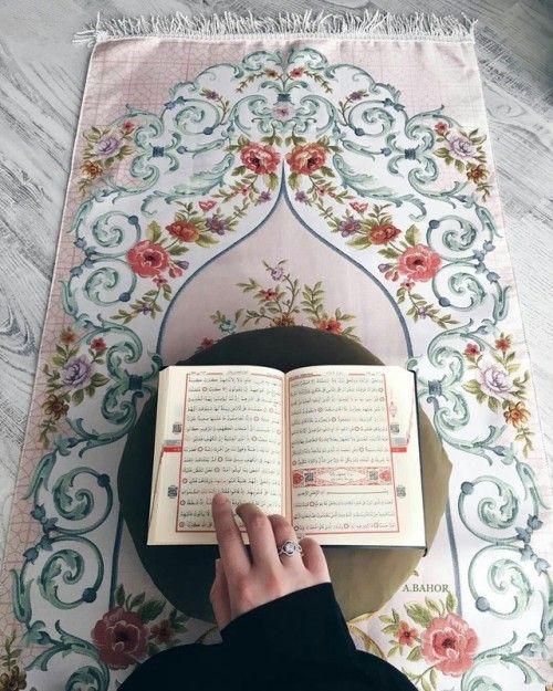 صور المصحف الشريف على سجادة الصلاة