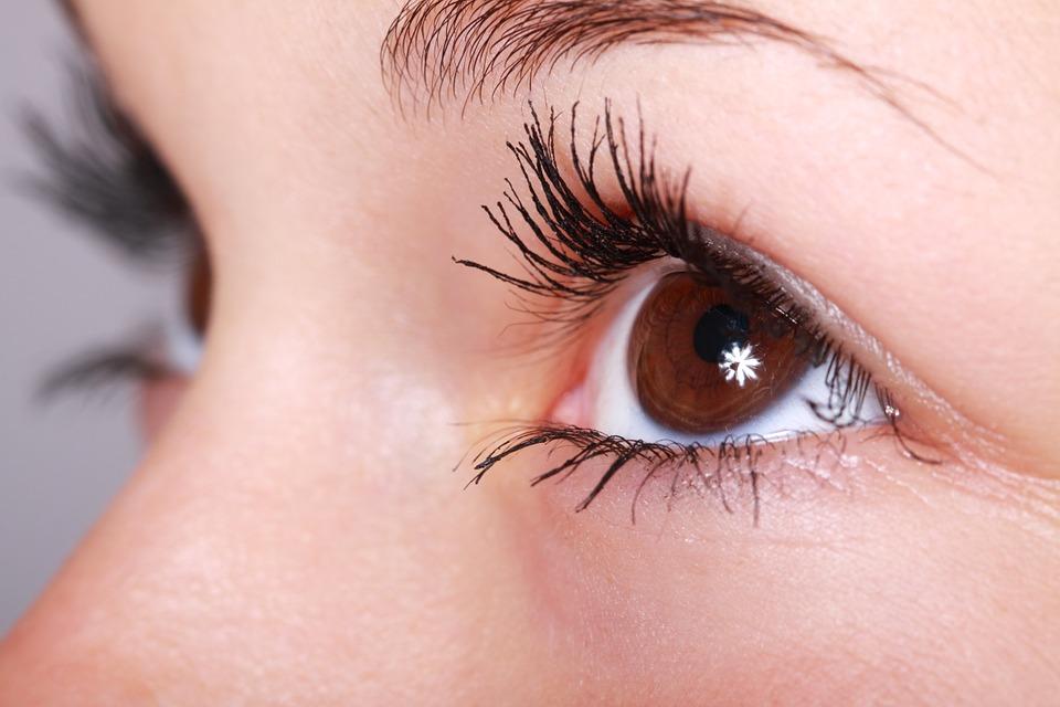 كيفية علاج انتفاخ العين
