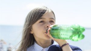 اثر تناول المشروبات الغازية على الأطفال