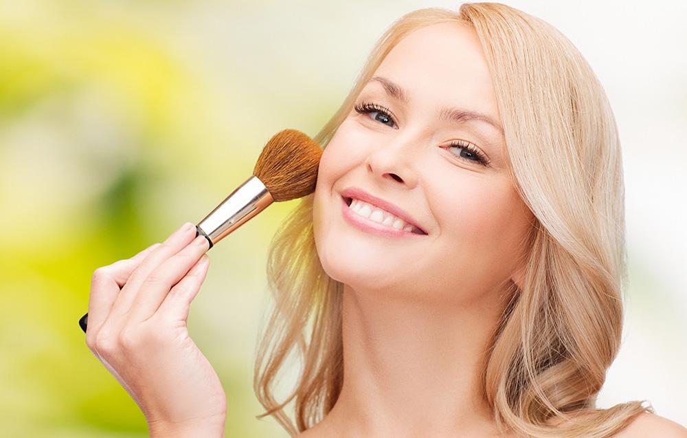 اهمية تنظيف ادوات التجميل