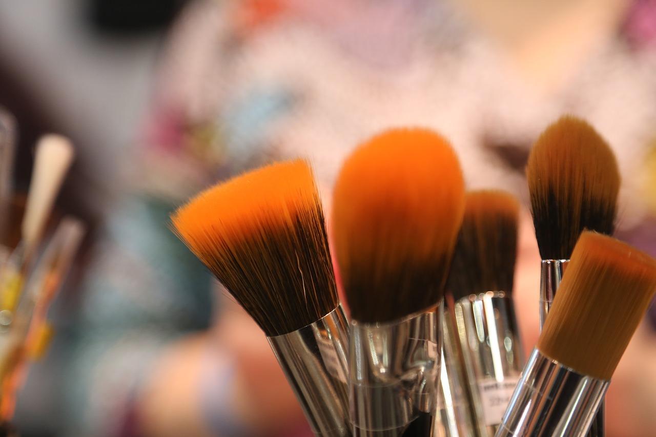 طرق تنظيف ادوات التجميل