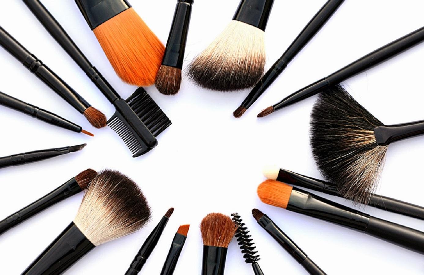تنظيف ادوات التجميل