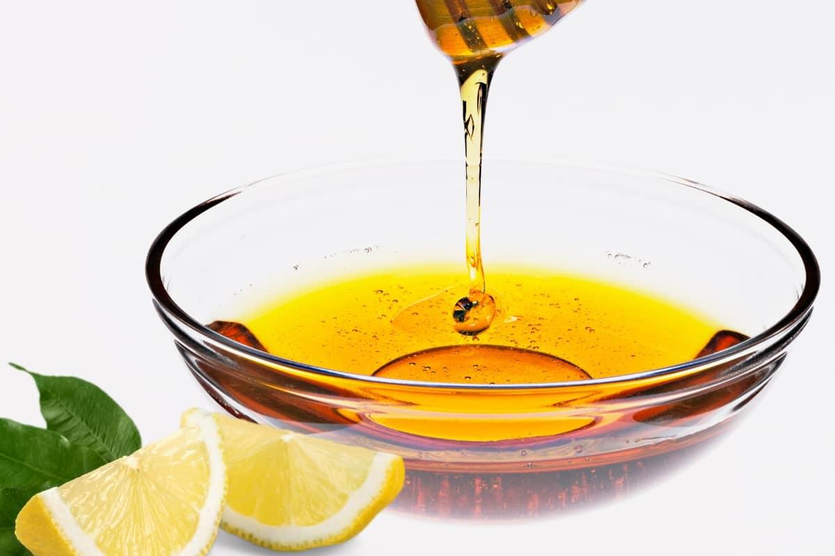 اهتمي ببشرتك بماسكات سهلة من الليمون .