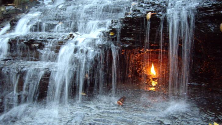 شلالات النار الأبدية