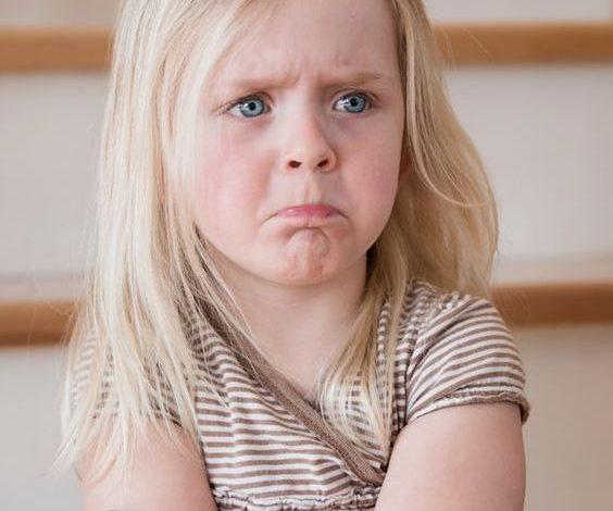 كيف يمكن التعامل مع الطفل الكاذب وتشجيعه على الصدق