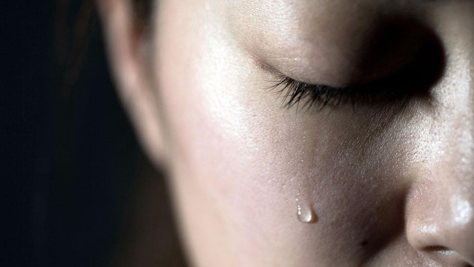 الحزن على الماضي هو إنتهاء المشكلة أو المصيبة أو الذنب ثم إستمرار الإنسان في حمل الحزن