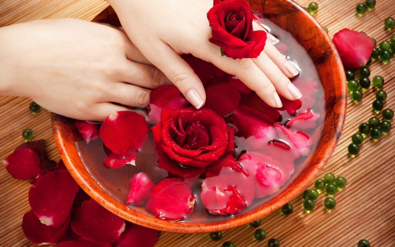 الورد الاحمر لنظارة البشرة