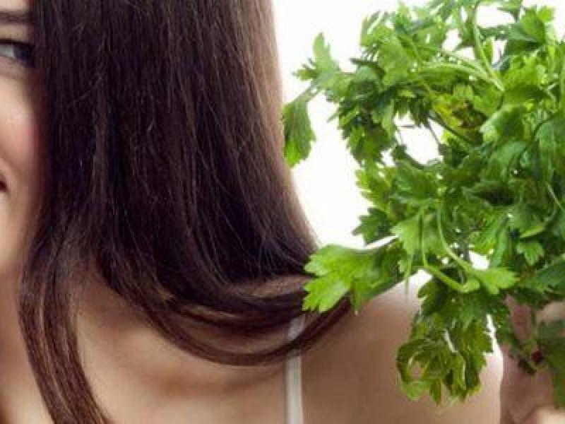 فوائد البقدونس في علاج مشاكل الشعر